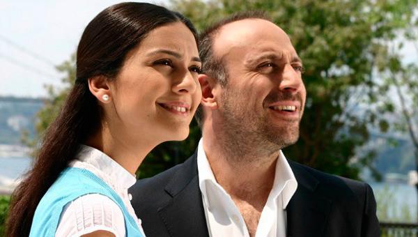 """Atores turcos são os protagonistas da novela """"Mil e Uma Noites"""""""
