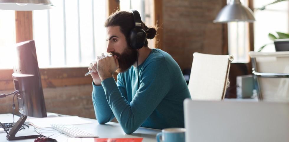 Brasileiros Acham Que Ouvir Música No Trabalho Aumenta